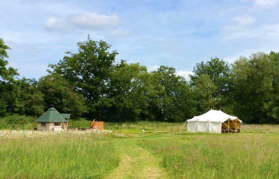 Discover your own private meadow set in the heart of the Cotswolds u2013 great for getting the gang together in six fun furnished tents. Four lotus belle tents ... & Mundayu0027s Meadow